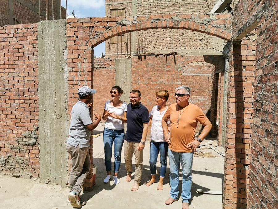 Adel zeigt uns die Baustelle