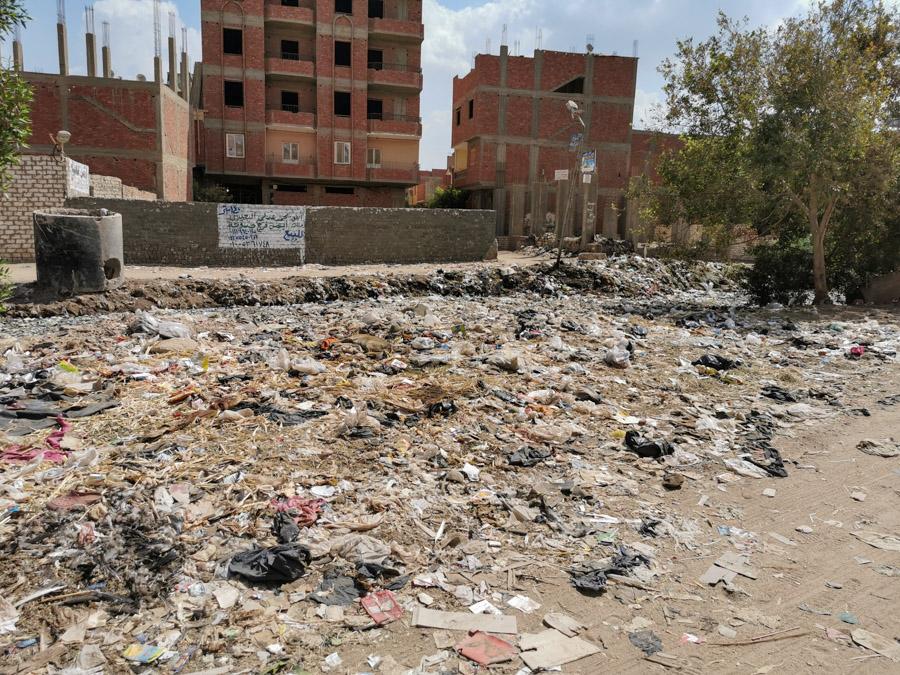 Der Weg zu Adels Haus entlang des Müllkanals