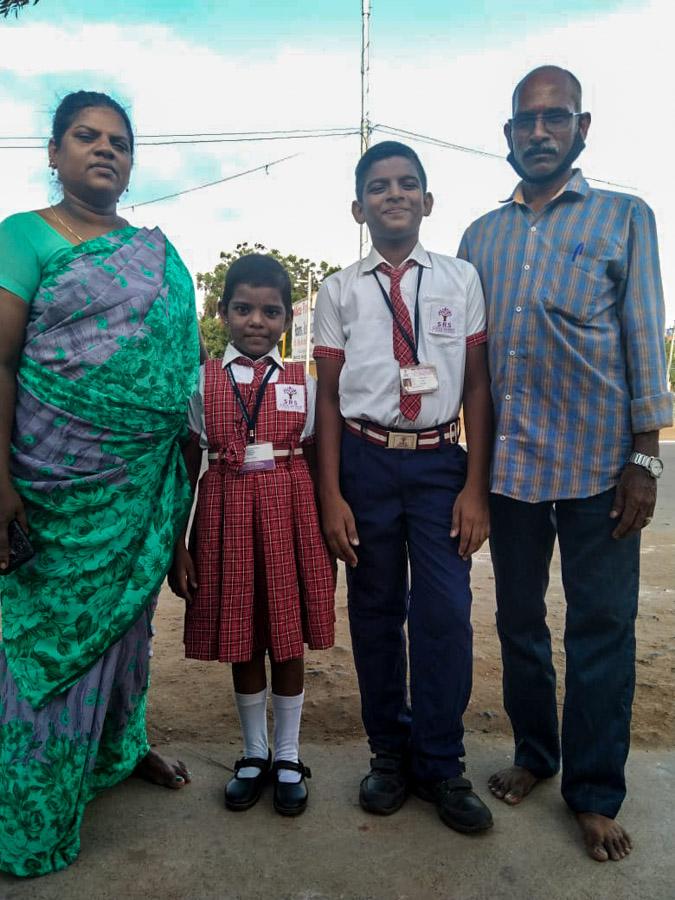 Familie Elaiya im Juni 2020