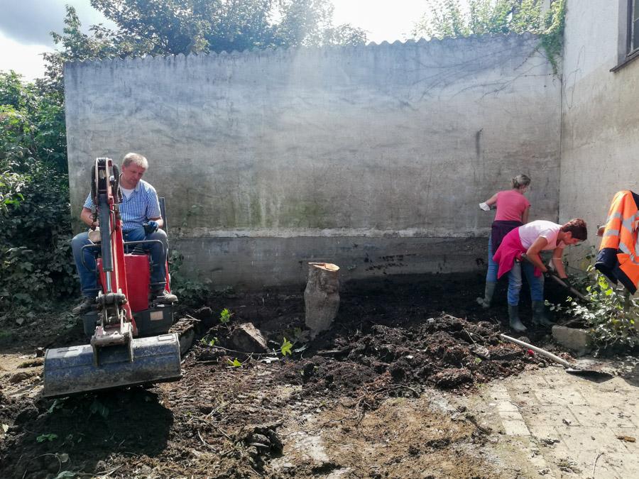 Wir arbeiten im Garten
